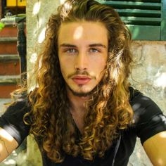 Carefree Beach Curls Bun - 20 Best Celebrity Bun Hairstyles for Long Hair - The Trending Hairstyle Face Shape Hairstyles, Bun Hairstyles For Long Hair, Hairstyles For Round Faces, Trending Hairstyles, 80s Hairstyles, Really Long Hair, Long Red Hair, Long Curly, Curly Hair Men