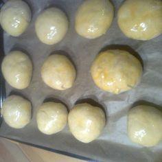 Kynuté buchty s meruňami a pomazánkovým máslem