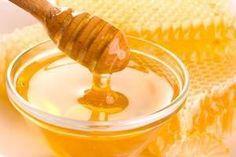 Zoom sur le miel d'acacia : Certains de ses bienfaits sont communs à tous les types de miel : antiseptique, apéritive, digestive, diurétique, sédative, béchique (=apaiser la toux), etc. Toutefois, en fonction du nectar de la fleur à partir duquel il est produit, le miel présentera des propriétés bien distinctes.