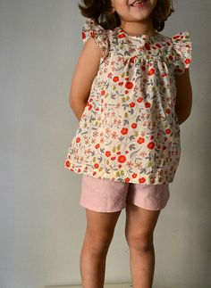 Liberty Top and linen shorts http://lainglesita.blogspot.com.es/2013/06/liberty-ii-importante-cuestion-por-la.html