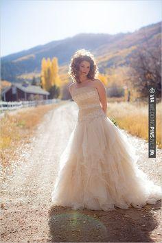 fall bridal looks | CHECK OUT MORE IDEAS AT WEDDINGPINS.NET | #weddingfashion