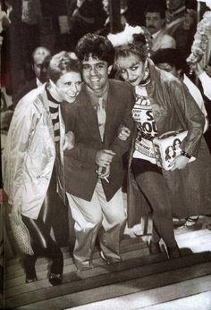"""Alaska junto a Pedro Almodóvar y Blanca Sánchez en la presentación de """"Pepi, Luci, Bom y otras chicas del montón"""" en el festival de cine de San Sebastián."""