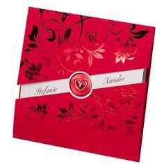 Hergestellt  wurde diese aus einem durchgefärbten, roten  Premiumkarton & mit einer schimmernden, roten Folienprägung veredelt. Zu dieser Hochzeitseinladung kann man auch passendes Zubehör wie Tischkarten, Menükarten etc. bestellen. Online bestellen - nur bei uns! top-kartenlieferant