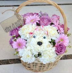 how to make a puppy dog flower arrangement Rosen Arrangements, Unique Flower Arrangements, Unique Flowers, Amazing Flowers, Fresh Flowers, Beautiful Flowers, Flower Centerpieces, Wedding Centerpieces, Wedding Decorations