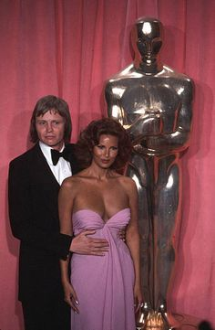 Actor Jon Voight and actress Raquel Welch poses backstage after presenting ' Best Cinematography' award during the Academy Awards at Dorothy Chandler Pavilion in Los Angeles,California. Get premium, high resolution news photos at Getty Images Old Hollywood Movies, Vintage Hollywood, Hollywood Glamour, Hollywood Stars, Classic Hollywood, Female Actresses, Classic Actresses, Beautiful Actresses, Actors & Actresses
