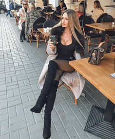 Babes in Boots: Sexy Stiefel, Leder Boots, Thigh High Boots Heels, Elegantes Outfit, Sexy Boots, Perfect Woman, Nice Legs, Mode Style, Fashion Outfits