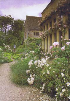 Asthall Manor, garden