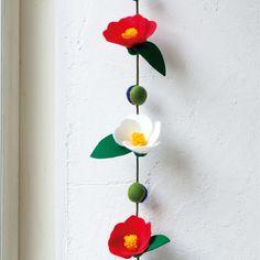簡単にフェルトで作れる!伝統的な椿の花のつるし飾りの作り方(和小物) | ぬくもり