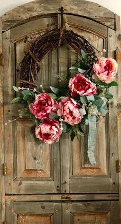 The Annabelle raspberry and cream peony wreath for front door~spring wreath~easter wreath~wedding wreath~farmhouse wreath~spring decor - Pflanzen & Blumen - Blumenkranz Mothers Day Wreath, Valentine Day Wreaths, Easter Wreaths, Valentines, Wreaths For Front Door, Door Wreaths, Front Doors, Yarn Wreaths, Diy Wreath