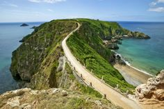 La Coupee, a narrow and precarious-looking pathway that leads to 'Little Sark'.
