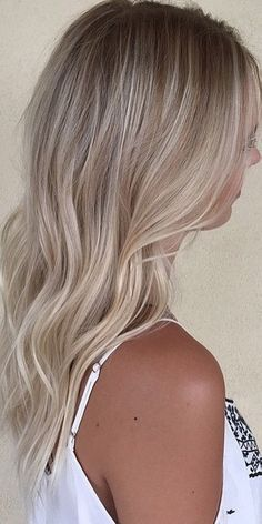 Super Blonde Hair Color Ideas Source by juliesermet Natural Blonde Hair Dye, Butter Blonde Hair, Sandy Blonde Hair, Blonde Hair Looks, Dyed Blonde Hair, Brown Blonde Hair, Neutral Blonde Hair, Natural Blonde Highlights, Light Ash Blonde