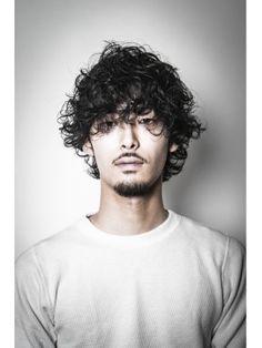 サイドバーンズ side-burns. ヌーディーミディアム Boys With Curly Hair, Curly Hair Men, Great Haircuts, Haircuts For Men, Permed Hairstyles, Cool Hairstyles, Hair And Beard Styles, Curly Hair Styles, Japanese Men Hairstyle