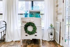 How to Make a 30-Minute Farmhouse Wreath for Under $10 - DIY Beautify - Creating Beauty at Home White Chalk Paint, White Paints, Diy Painting, Painting On Wood, Doorknob Hangers, Antique Door Knobs, Modern Platform Bed, Bee Skep