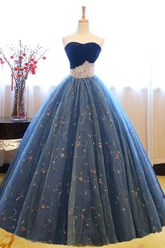Ball Gown Sweetheart Court Train Navy Blue Lace Prom Dress with Beading - atemberaubende kleider Dark Blue Prom Dresses, Long Prom Gowns, Ball Gowns Prom, Ball Dresses, Dress Long, Evening Dresses, Short Prom, Dresses Dresses, Dresses Online