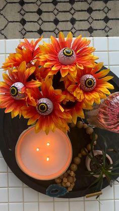 Halloween Bunco, Halloween Carnival Games, Halloween Vase, Halloween Decorations For Kids, Halloween Eyeballs, Halloween Lanterns, Halloween Painting, Halloween Projects, Diy Halloween Decorations