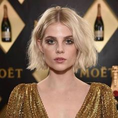 Lucy Boynton Haare und Make-up bei 2019 Golden Globes - Hair Styles Blunt Bob Hairstyles, Messy Hairstyles, Hair Inspo, Hair Inspiration, Short Hair Cuts, Short Hair Styles, Chic Short Hair, My Hairstyle, Dream Hair