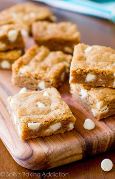 How to make the BEST blondies! The secret is in the Biscoff cookie butter spread! Biscoff Recipes, Oatmeal Cookie Recipes, Apple Recipes, Sweet Recipes, Baking Recipes, Chocolate Chip Cookies, White Chocolate Blondies, Chocolate Oatmeal, Köstliche Desserts