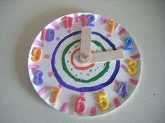 reloj con material reciclado