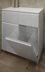 Znalezione obrazy dla zapytania szafka pod umywalkę z koszem na bieliznę