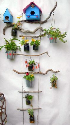 Rosi Jo': Una composizione natural chic per le succulente - Best Pins Live Diy Home Crafts, Garden Crafts, Garden Projects, Garden Art, Garden Design, Home And Garden, Garden Ladder, Balcony Garden, Hanging Plants