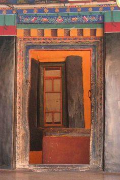 Looking through the door - Llhasa