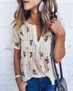 boho floral print top + denim shorts / spring outfit