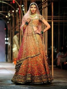 Best bridal dupatta setting styles are most coveted by Pakistani and Indian brides. Here are the images about bridal dupatta setting in different styles. Indian Bridal Lehenga, Indian Bridal Outfits, Indian Bridal Wear, Bridal Lehenga Choli, Bridal Dresses, Silk Lehenga, Orange Lehenga, Indian Wear, Nikkah Dress