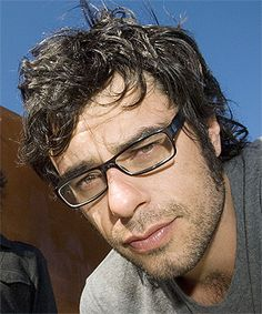 Best known as the bespectacled half of hit comedy duo Flight of the Conchords, Wellington's Jemaine Clement has shown another side in a clip from the new movie by the director of Napoleon Dynamite. Matt Berry, Jemaine Clement, Flight Of The Conchords, Comedy Duos, Boy Pictures, Funny People, Funny Men, Mens Glasses, Girl Dancing