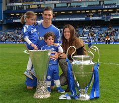 Fernando Torres family and UEFA trophies. Chelsea FC's 2013 Lap of Honour Chelsea Fc, Chelsea Football, Warrington Wolves, Spain Soccer, Sports Celebrities, Stamford Bridge, English Premier League, Victoria, Old Trafford