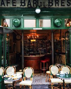 Greens Café bar du Brésil, Paris With thanks to Source: French Cafe, French Bistro, Deco Cafe, Café Bar, Cafe Bistro, Paris Cafe, Marais Paris, Paris Restaurants, Arquitetura