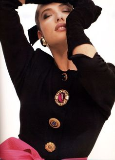 Gianfranco Ferre A/W 1987 Photographer : Herb Ritts Model : Tatjana Patitz. Mismatched BIG buttons were all the rage! 1987 Fashion, 80s And 90s Fashion, Fashion Models, Fashion Women, Tatjana Patitz, Vintage Outfits, Vintage Fashion, Vintage Clothing, Herb Ritts