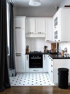 Дизайн белой кухни с черной столешницей: 80 лучших идей, фото в интерьере-11