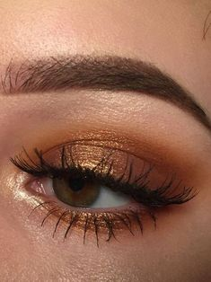 63 Best Stunning 😘 Gold Glitter Eye Makeup Inspirational Idea You May Love 💛 - Glitter Makeup 08 💖 𝙄𝙛 𝙔𝙤𝙪 𝙇𝙞𝙠𝙚, 𝙅𝙪𝙨𝙩 𝙁𝙤𝙡𝙡𝙤𝙬 𝙐𝙨 💖 💖 💖 💖 💖 💖 💖 💖 💖💖 Hope you like thi golden glitter eyeshadow makeup collection! Golden Eye Makeup, Golden Eyeshadow, Glitter Eye Makeup, Natural Eye Makeup, Eyeshadow Looks, Eyeshadow Makeup, Gold Glitter Eyeshadow, Makeup Brushes, Purple Eyeshadow