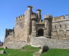 knights of templar castles - Yahoo Image Search Results Romanesque Architecture, Ancient Architecture, Fantasy Castle, Castle House, Spain And Portugal, Pamplona, Knights Templar, Fortification, Medieval Castle