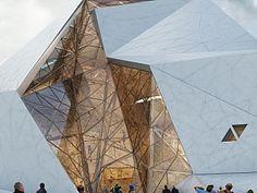 New Wave Architecture, İran'ın Polur şehrine kapalı bir spor salonu tasarladı.