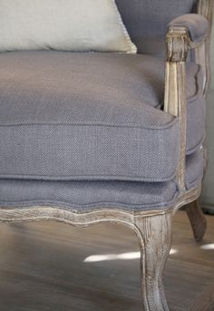 BIGGIE BEST Modern French Country, French Country Decorating, French Style, Grey Furniture, Table Furniture, Painted Furniture, Decor Market, Cupboard Storage, Quilt Bedding
