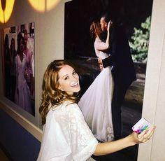 Sarah Drew in front of a Japril poster Greys Anatomy Funny, Greys Anatomy Cast, Grey Anatomy Quotes, Jackson E April, Jackson Avery, Sarah Drew, Grey's Anatomy April, Stranger Things, Greys Anatomy Characters