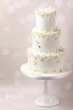 Hier ist eine Auswahl der schönsten Köstlichkeiten, die wir bisher kreiert haben. Alle Dekorationen sind handgemacht aus Zucker! Heiraten Sie in Kürze und wünschen Sie eine Torte von uns? Warten Sie nicht zu lange mit der Bestellung: