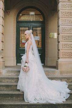 98c8c0a15c337 Vera Wang White Second Hand Wedding Dresses, Asian Wedding Dress, Pakistani Wedding  Dresses,. Stillwhite