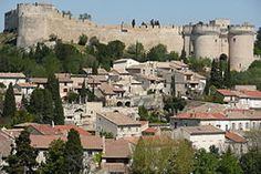 Vue sur le château fort Saint André.JPG