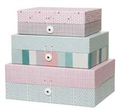 Boîte de rangement (set de 3) motifs Aztec vert rose taupe En carton, elles ont été designées par Studio Stijll pour Present Time. Set de 3 boîtes de rangement motif Aztec signé Present Time. 25€