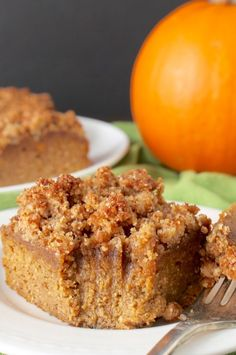 15 Healthy Pumpkin Recipes for Fall - 40 Aprons This Paleo Pumpkin Coffee Cake is the perfect fall dessert. Healthy, easy, and so delicious! Coffee cake is one of my favorite things to make. It's a cake that is so good it doesn't need Paleo Dessert, Dessert Sans Gluten, Bon Dessert, Paleo Sweets, Dessert Recipes, Cake Recipes, Paleo Pumpkin Recipes, Healthy Pumpkin Bread, Healthy Pumpkin Desserts