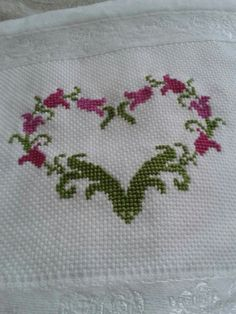 Schemes and schemes of etamine-treated towels You can make very special styles for fabrics with cross stitch. Cross stitch models may very nearly impress you. Cross stitch newcomers may make the models they need without difficulty. Cross Stitch Letters, Cross Stitch Heart, Cross Stitch Borders, Cross Stitch Samplers, Modern Cross Stitch, Cross Stitch Flowers, Cross Stitch Designs, Cross Stitching, Stitch Patterns