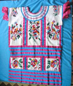 Huautla Huipil Huipil from Mazatec area of Huautla de Jimenez, Oaxaca. Famed for deep caves and sacred mushrooms. Mexican Blouse, Mexican Outfit, Mexican Dresses, Outfits For Mexico, Mexico Clothes, Mexican Costume, Mexican Textiles, Mexican Embroidery, Folk Clothing