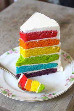 Gâteau à rayures, aux couleurs de l'arc en ciel