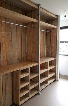 Pallet wardrobe: 50 ideas for decoration – New decoration styles in 2020 (With images) Pallet Wardrobe, Pallet Closet, Bedroom Closet Design, Bedroom Decor, Bedroom Storage, Rustic Closet, Build A Closet, Closet Remodel, Woodworking Inspiration