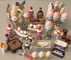 Re-ment mini ice cream heaven. Miniature Crafts, Miniature Food, Miniature Dolls, Polymer Clay Miniatures, Polymer Clay Charms, Dollhouse Miniatures, Doll Crafts, Clay Crafts, Mini Craft