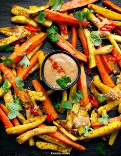 Pieczone warzywa z sosem satay
