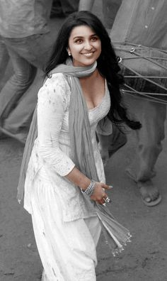 image discovered by Fæ Shana Tælor. Most Beautiful Bollywood Actress, Bollywood Actress Hot Photos, Indian Actress Hot Pics, Bollywood Girls, Bollywood Fashion, Beautiful Girl Indian, Beautiful Hijab, Parneeti Chopra, Curvy Celebrities