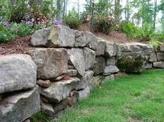 Top 10 Ideas For DIY Retaining Wall Construction DIY Retaining Wall - Landscaping and Backyard Design Ideas Boulder Retaining Wall, Rock Retaining Wall, Landscaping Retaining Walls, Landscaping With Rocks, Backyard Landscaping, Landscaping Ideas, Retaining Wall Construction, Professional Landscaping, Rock Design